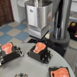 Maszyna ultradźwiękowa z obrotowym systemem zgrzewania elementów