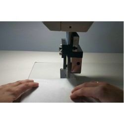 Maszyna ultradźwiękowa do łączenia cienkich materiałów syntetycznych oraz włóknin z indywidualnie zaprojektowanym wałkiem